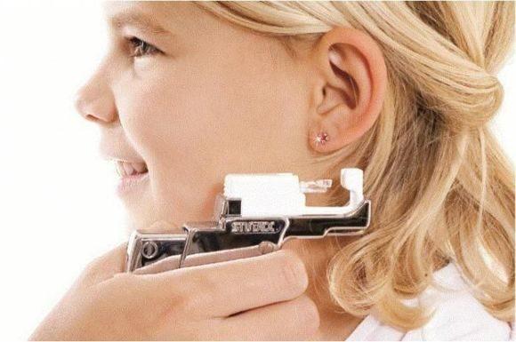 Прокалывание ушей пистолетом, по системе 75, прокалывание ушей иглой: суть методов