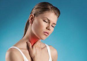 От чего возникают белые вонючие шарики в горле?