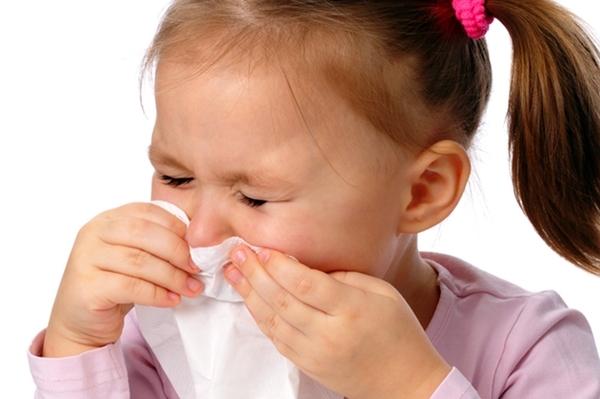 Почему ребенок чихает и шмыгает носом перед сном?
