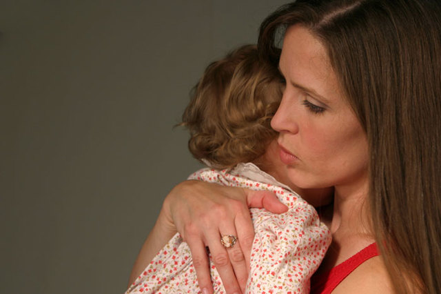 Ребенок проглотил предмет: симптомы, первая помощь, как извлечь инородное тело
