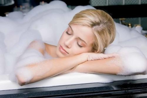 Можно ли принимать ванну при температуре 37, 37,5, 38 взрослому, обтирания