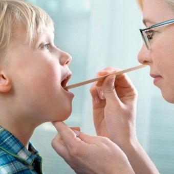Заглоточный абсцесс: симптомы, лечение у взрослых и детей, вскрытие абсцесса