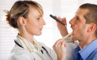 Инородные тела глотки: симптомы, первая помощь, удаление инородного тела