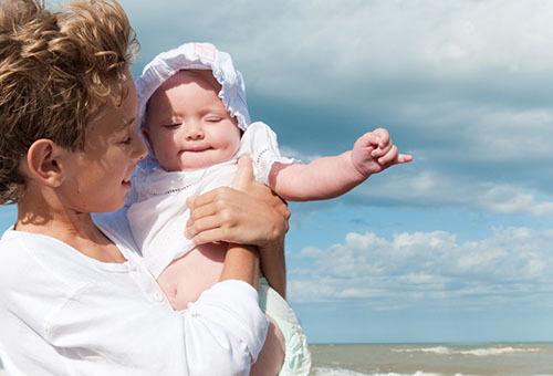 Прогулка с новорожденным: сколько гулять с новорожденным зимой и летом?