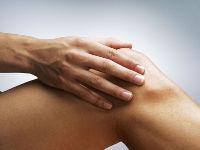 С чем связано уплотнение около коленного сустава у ребенка?