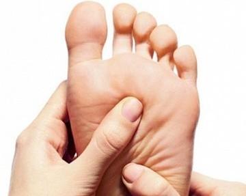 Почему при ходьбе сильно болит стопа