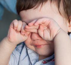 У маленького ребенка покраснел глаз, что делать?
